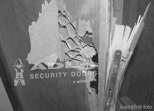 3cb5fe347a prekonal zámok vchodových dverí na objekte firmy v Košiciach - ADLO